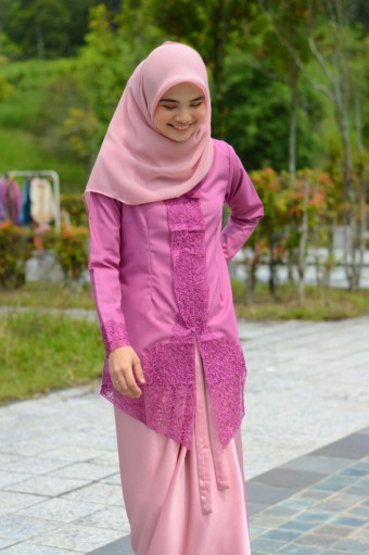 Kebaya Sulam Luxe - BERRY (TOP ONLY)