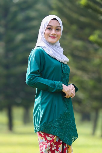 Kebaya Sulam DYAN - EMERALD GREEN (TOP ONLY)