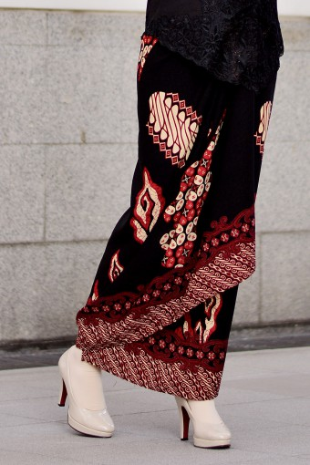Pario Songket Maisara - RED