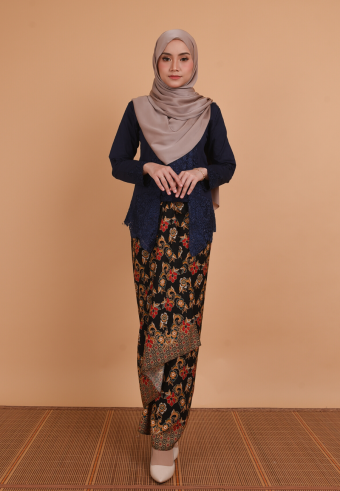 Kebaya Kesuma Navy Blue & Pario Seroja Red
